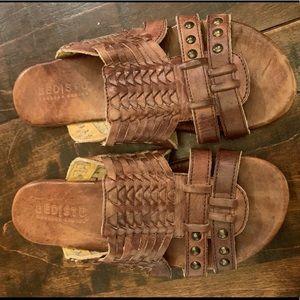 6.5 bed stu sandals